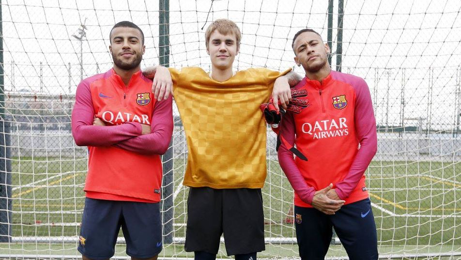 Justin Bieber Joins Neymar And Rafinha On The Pitch The18