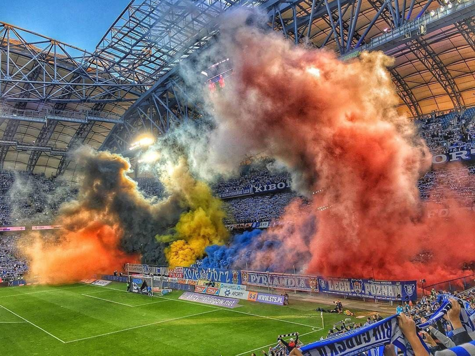 Lech Poznan News: Lech Poznan Fans Bring Incredible Color To Game Against