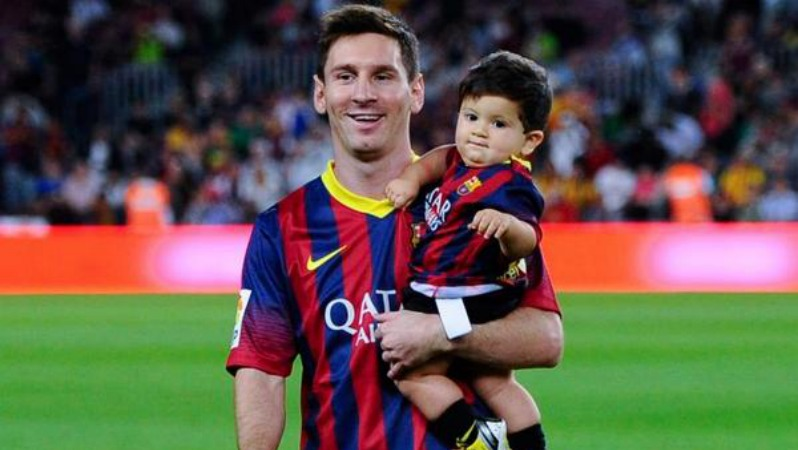 Lionel Messi and son Thiago Messi following a Barcelona match Lionel Messi Wife And Son
