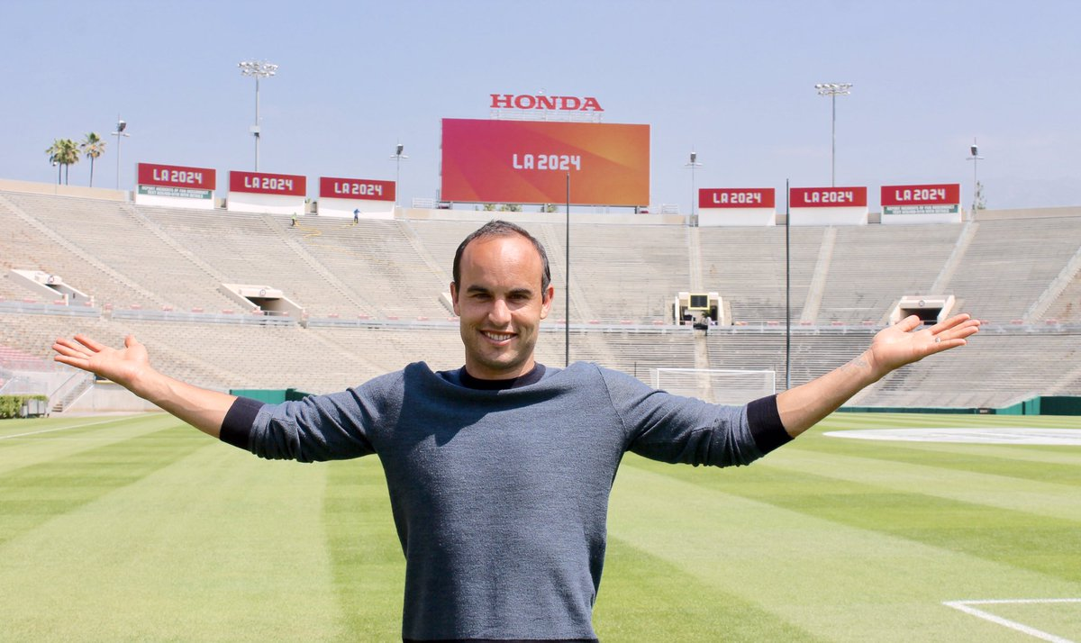 landon donovan will reportedly be one of foxs lead announcers at russia 2018