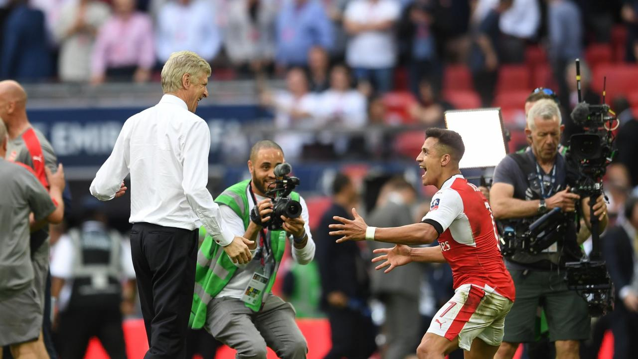 Arsene Wenger and Alexis Sanchez celebrate FA Cup victory