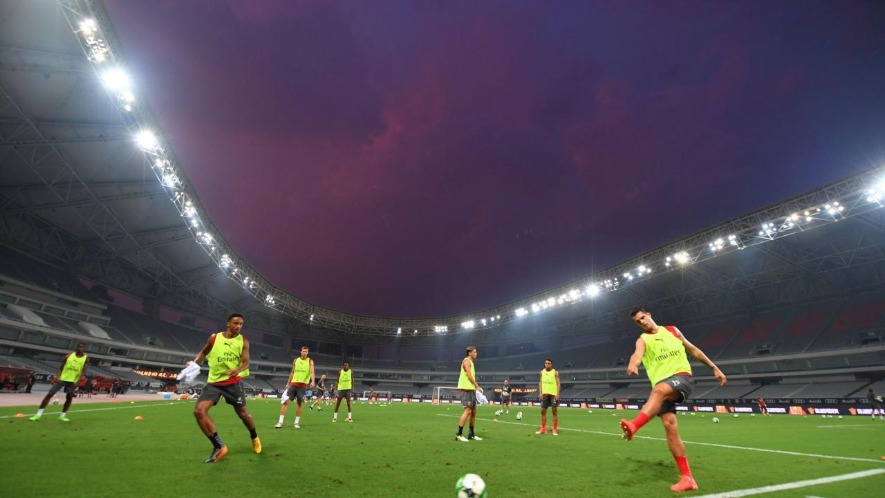 Arsenal players train in Shanghai