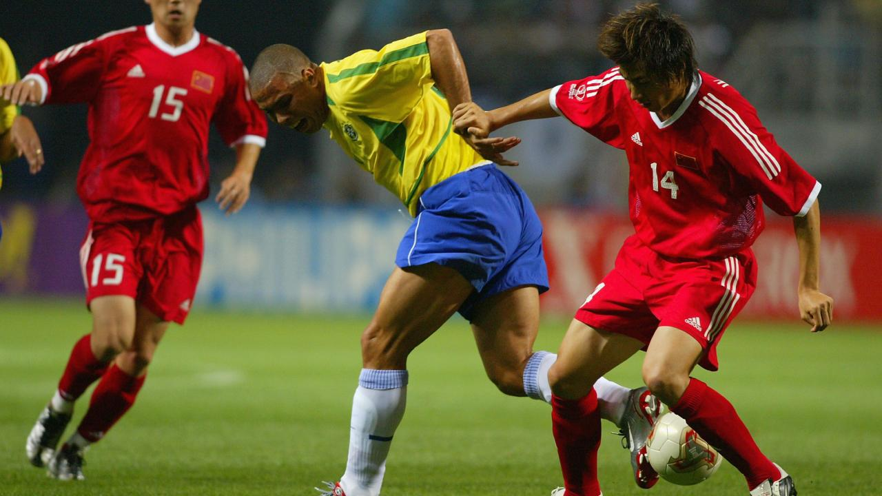 Ronaldo nutmegs