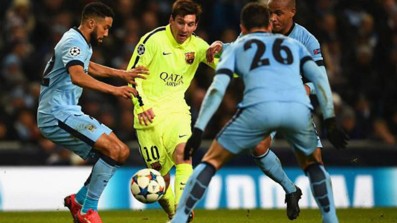 Messi dribbles through 3 Manchester City defenders