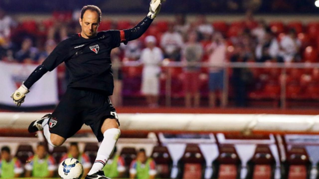 Rogerio Ceni scores his 128th goal for Sao Paulo
