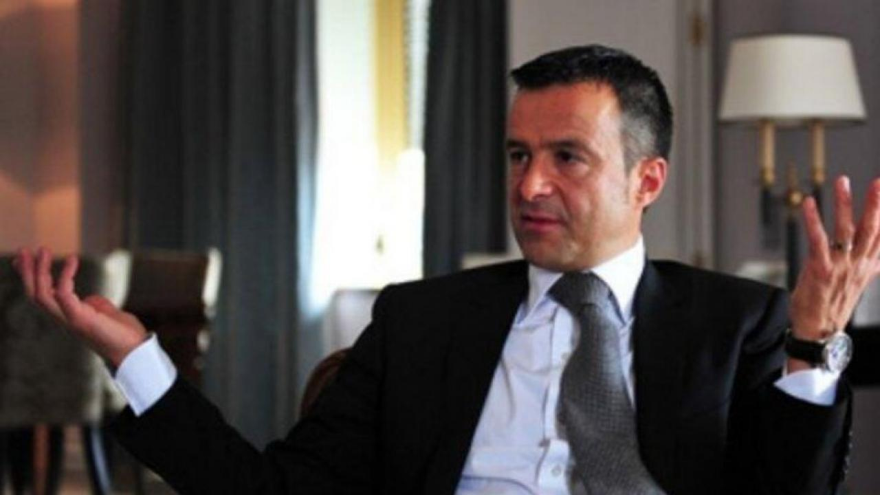 Jorge Mendes sits at a business meeting
