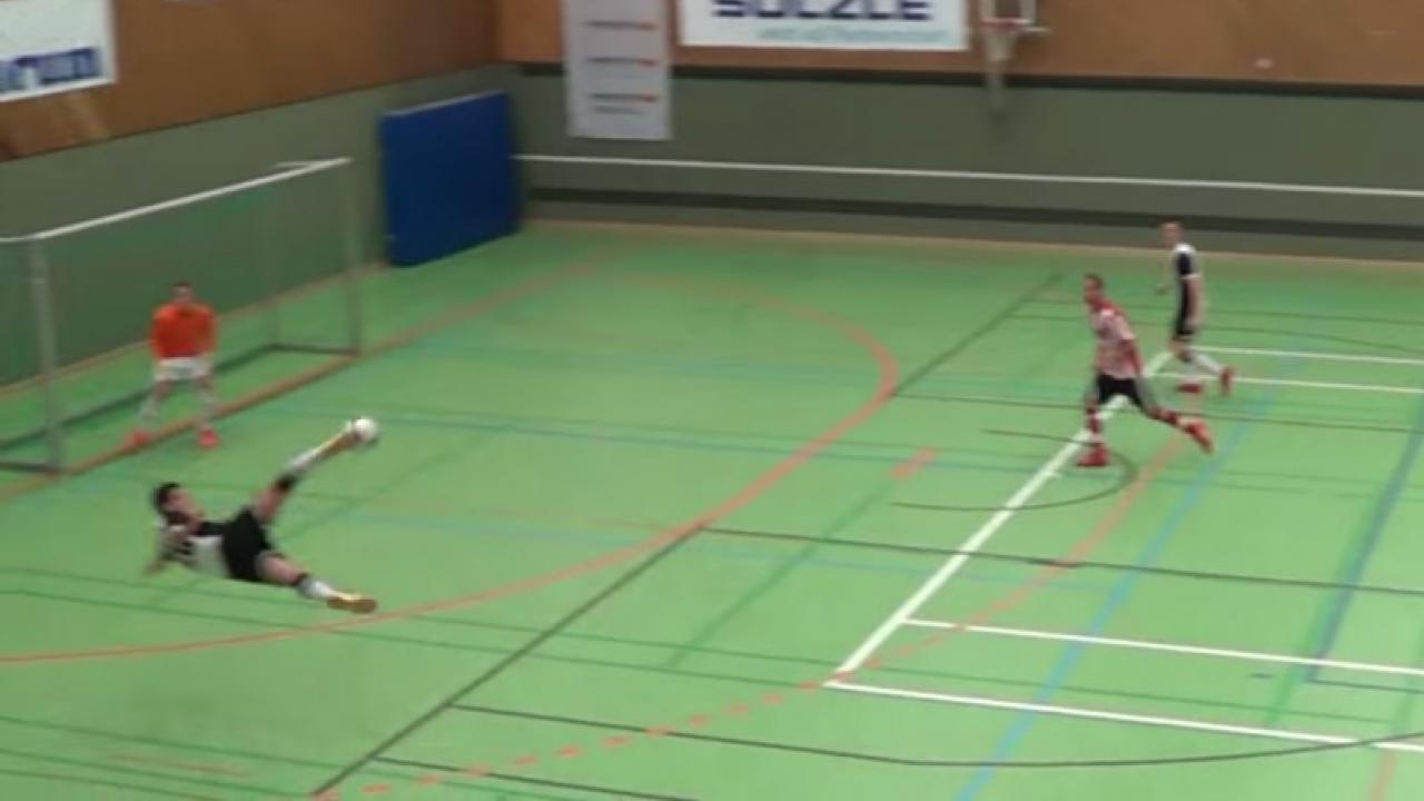 Superieur Dennis Marlovic Futile Indoor Soccer Goal Scissor Kick