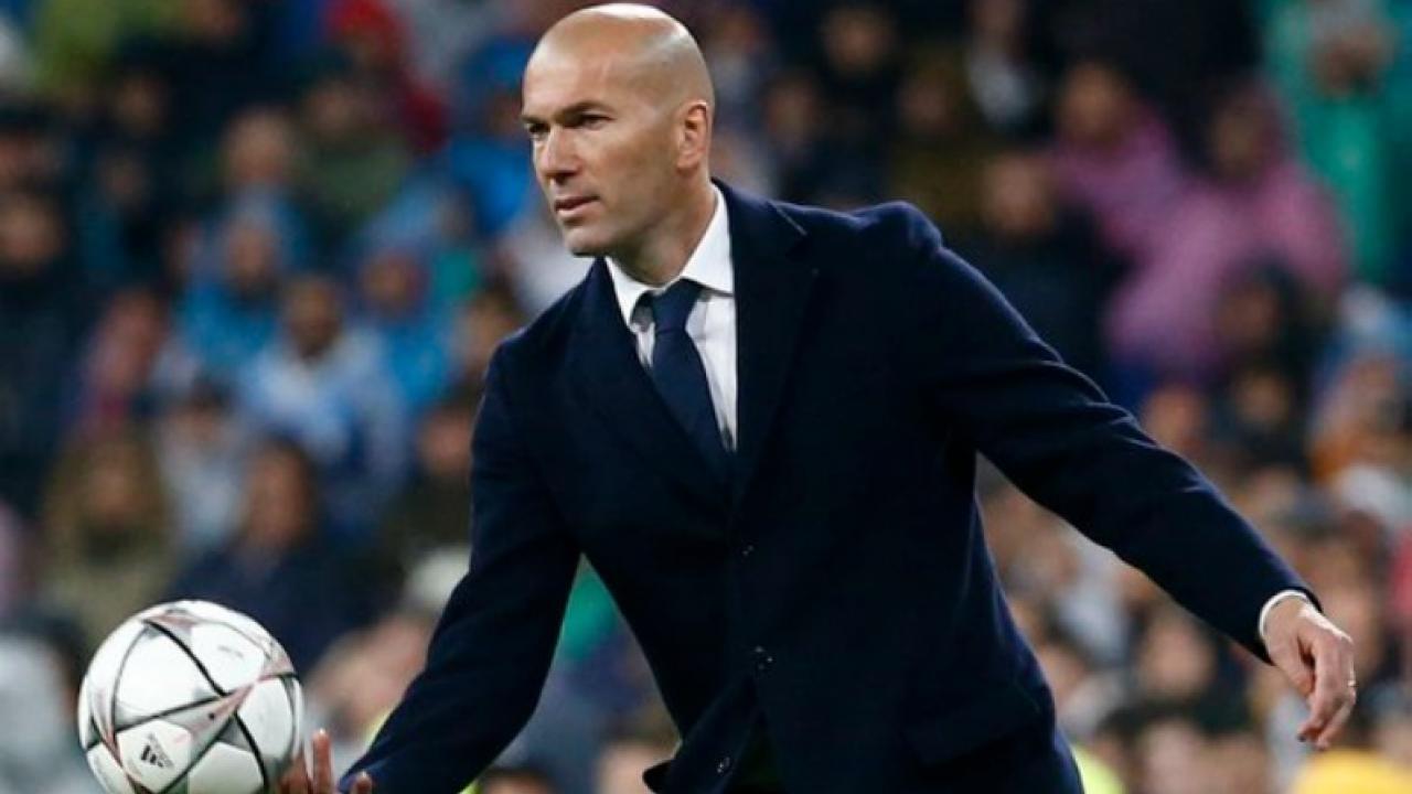 Zinedine Zidane Ripped His Pants While Coaching Against Wolfsburg
