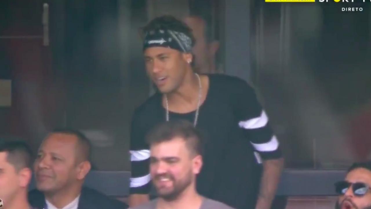 Neymar watches PSG vs. Amiens