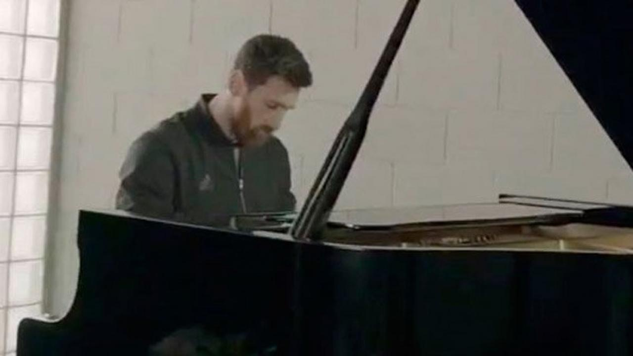 Messi playing the piano