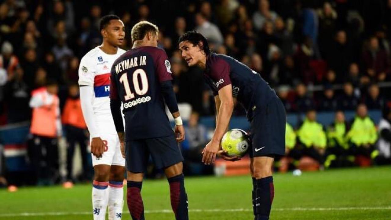 Neymar and Edinson Cavani fight