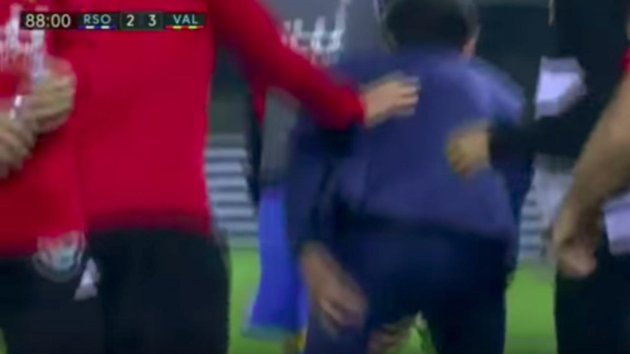 Valencia manager Marcelino injures his hamstring.