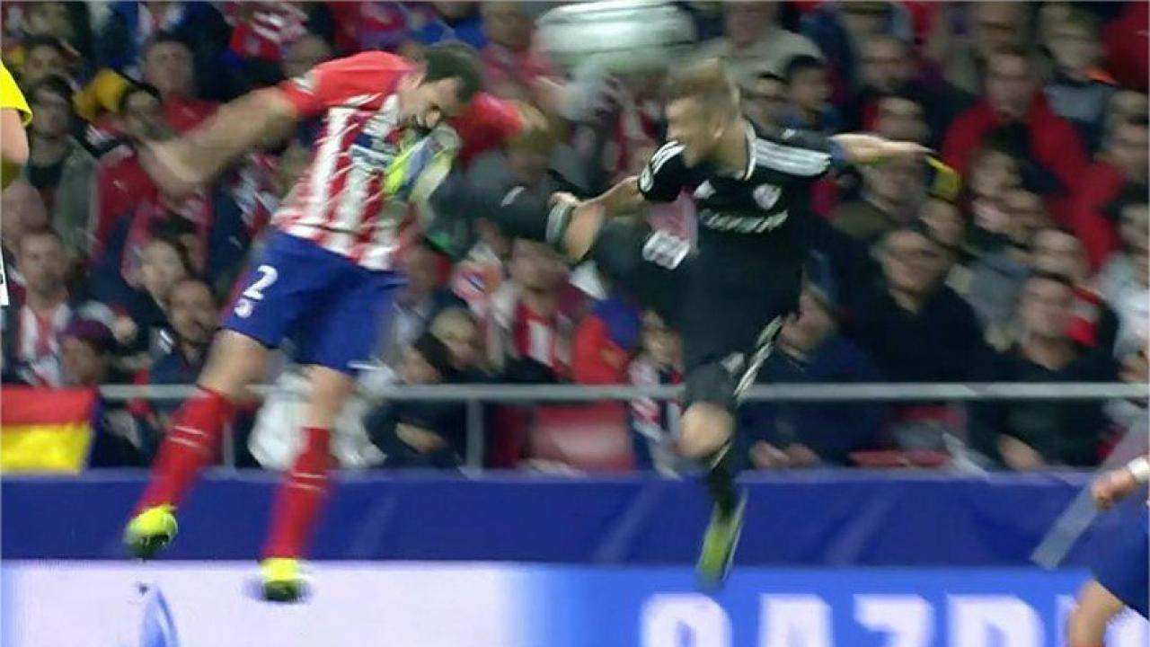 Diego Godin kicked in the face by Pedro Henrique