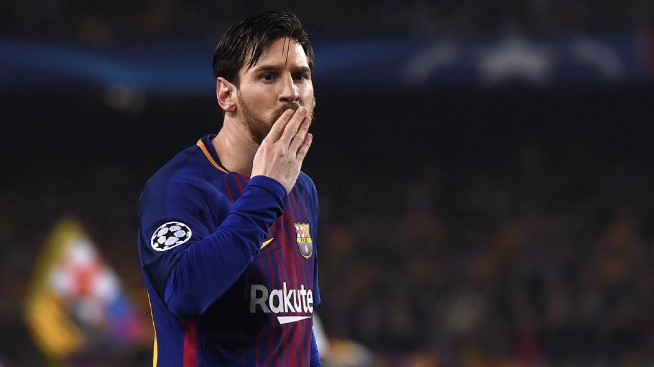 Lionel Messi nutmegs Thibaut Courtois