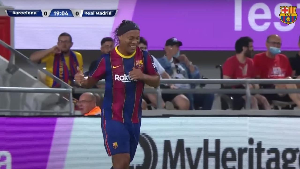 Ronaldinho en Barcelona vs Real Madrid Leyendas