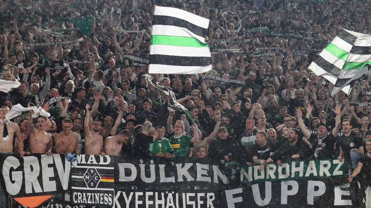 Gladbach players agree to pay cuts