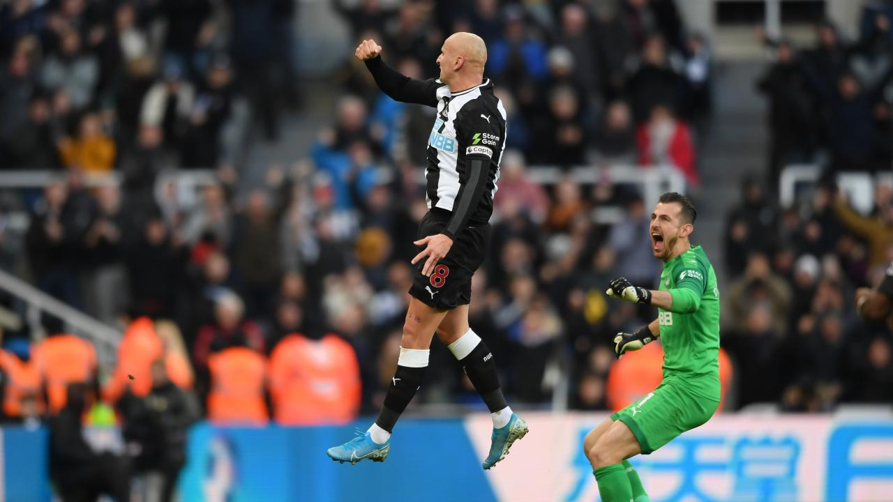 Jonjo Shelvey goal vs Man City