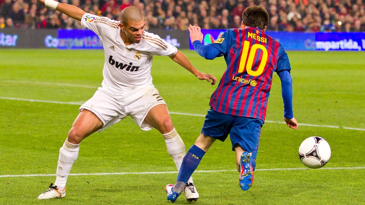 Lionel Messi playing style