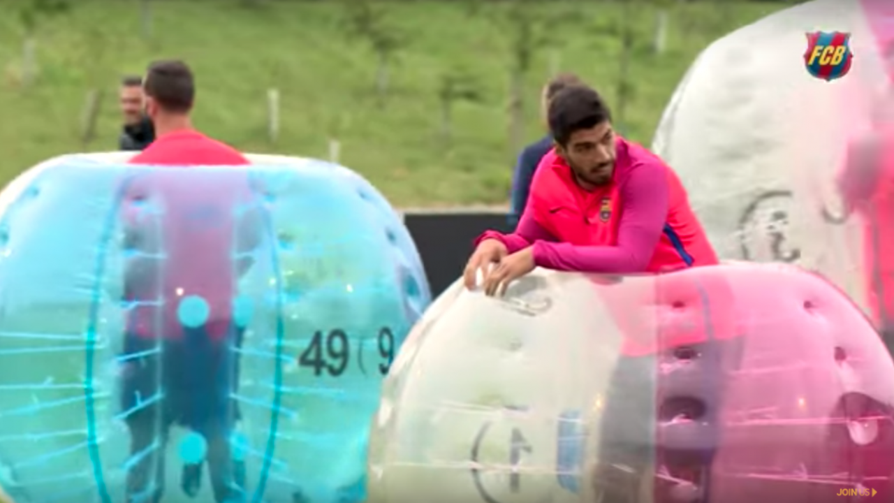 Weird Soccer Training: Luis Suarez in an inflatable ball