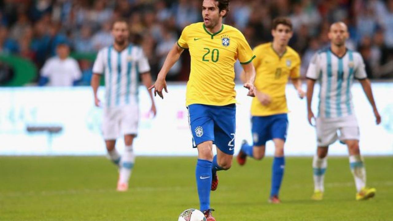 Kaka Outrunning Messi Goal
