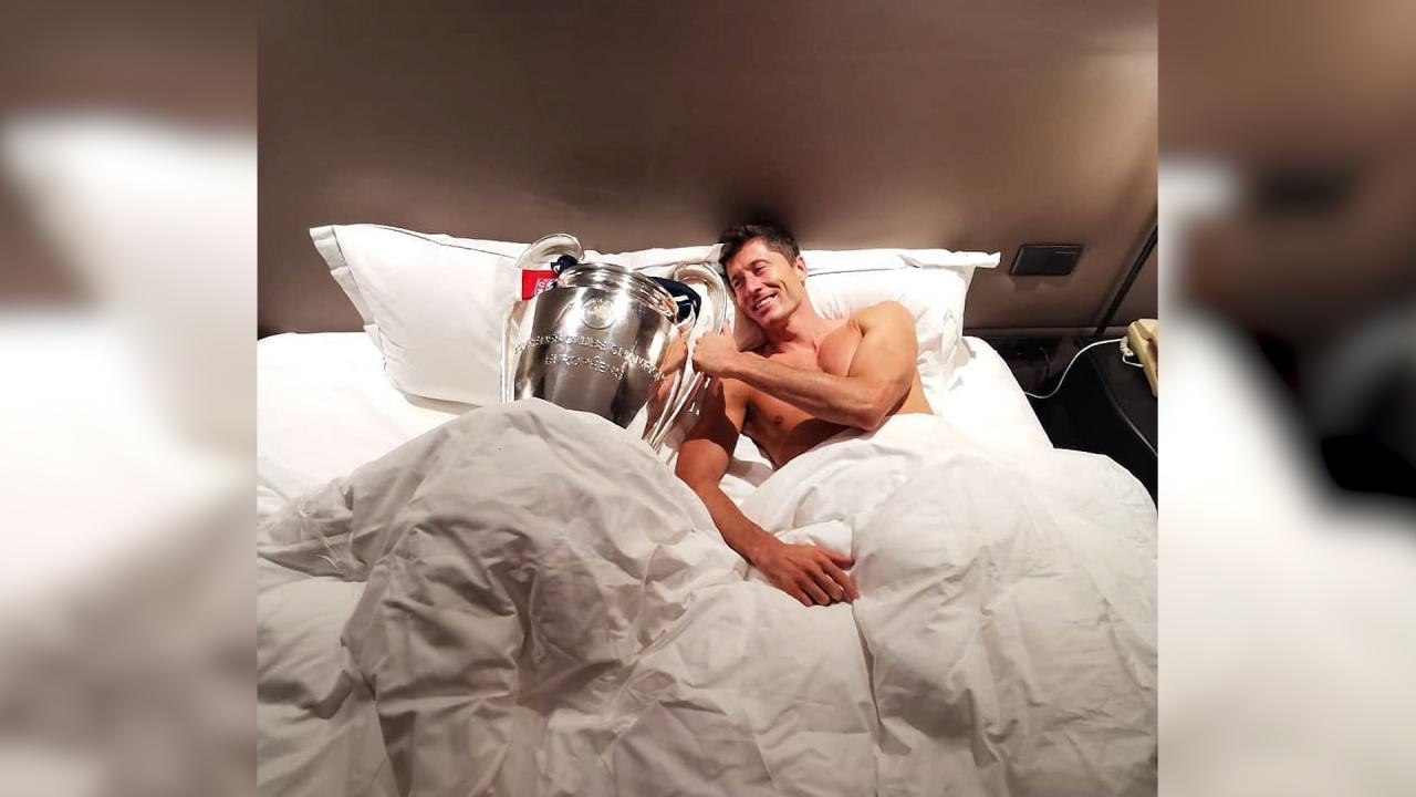 Lewandowski lies in bed with his shiny new trophy