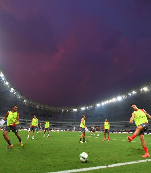 Arsenal players train in Shanghai