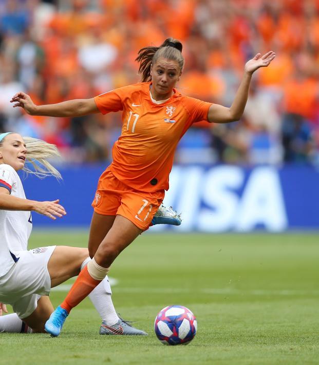 Lieke Martens vs Julie Ertz