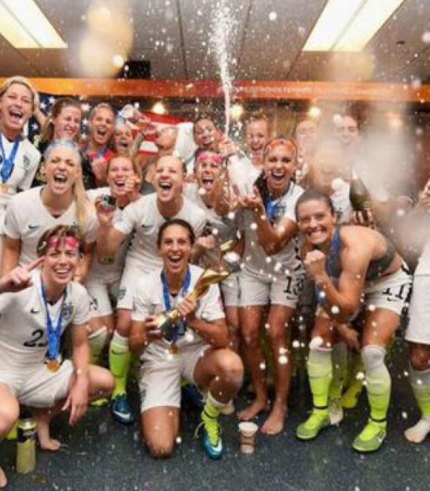 Who would win between the 1999 and 2015 USWNTs?
