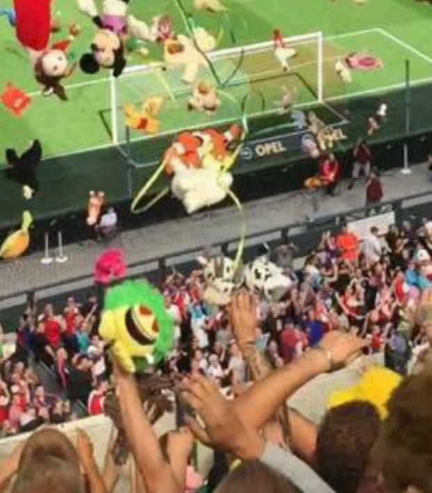 Traveling Dutch Fans Shower Children S Hospital Patients With Stuffed Animals The18