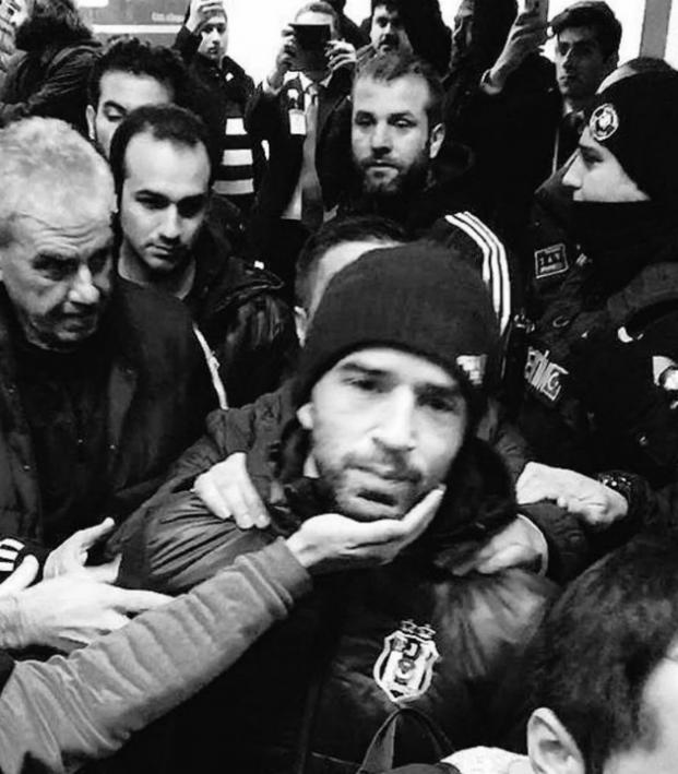 Besiktas Fans Flock To Airport At 4 AM To Support Team After 6-0 Loss