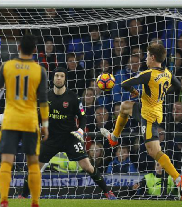 Arsenal lose to Everton, 2-1.