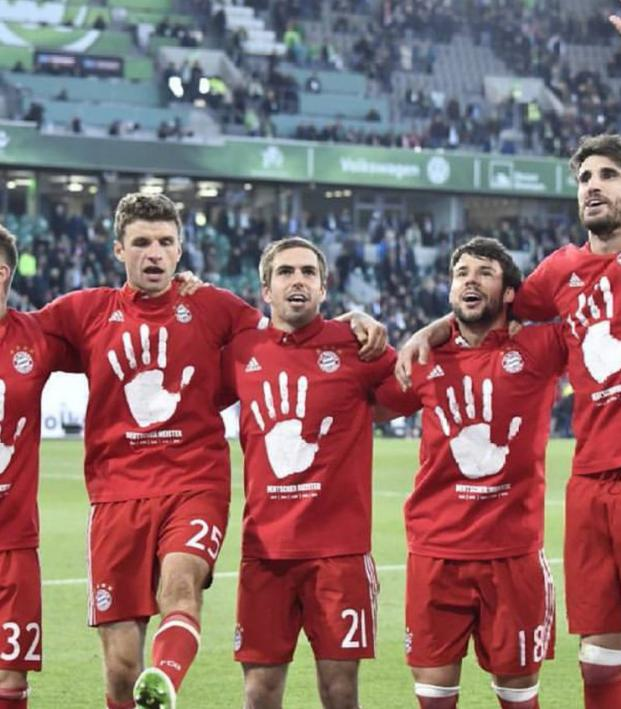 bayern munich 39 s title celebration inadvertently reveals them to be the uruk hai. Black Bedroom Furniture Sets. Home Design Ideas