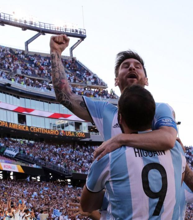 Lionel Messi and Gonzalo Higuain