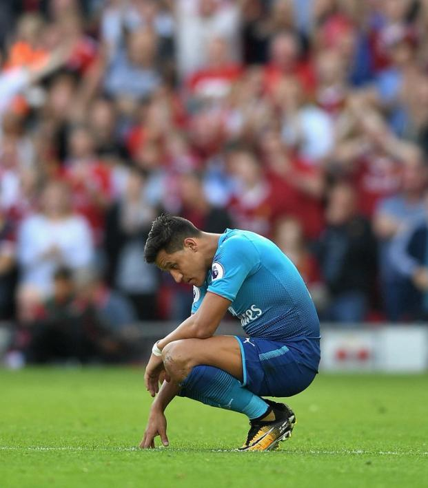 Barcelona and Arsenal comparison, Alexis Sanchez looks sad