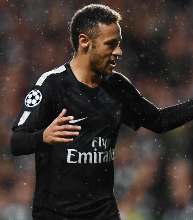 Neymar and Edinson Cavani get ready for Bayern Munich.