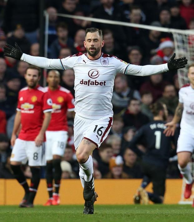 Steven Defour Free Kick Goal Manchester United