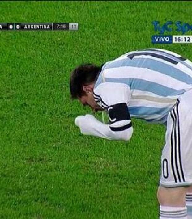 Messi puking