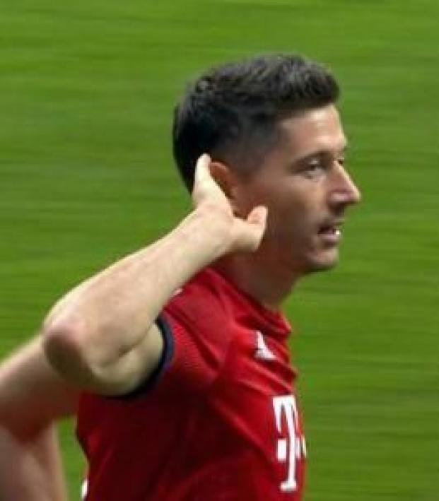 Robert Lewandowski hat-trick vs Eintracht Frankfurt