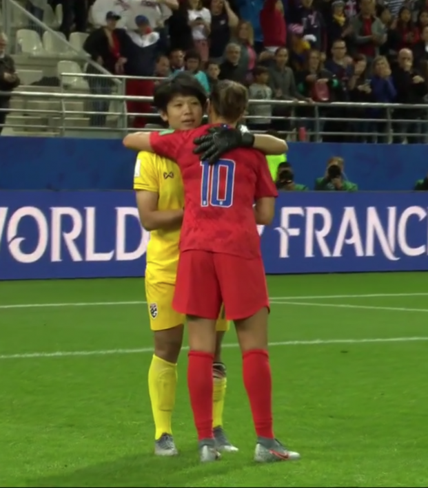 Thailand Goalkeeper Thanks Carli Lloyd For Kindness After 13 0