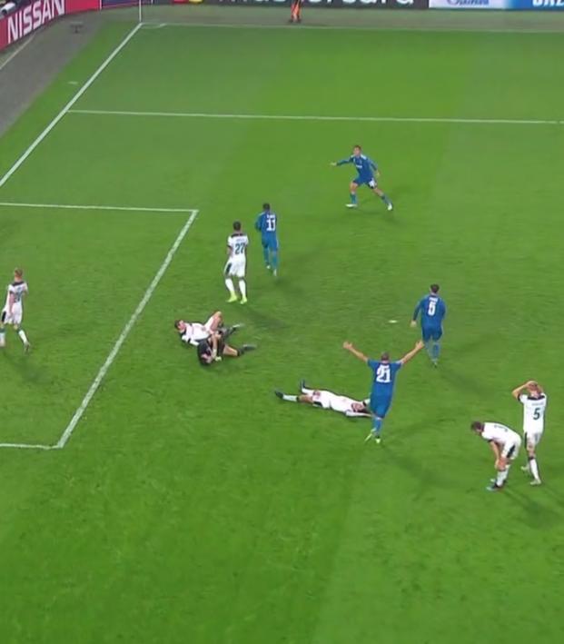Douglas Costa Goal vs Lokomotiv Moscow