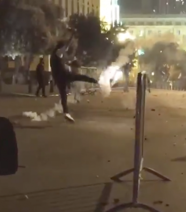 Protester Volley