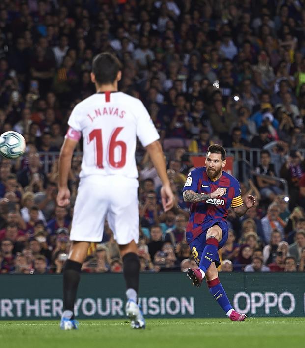 Lionel Messi free kick vs Sevilla