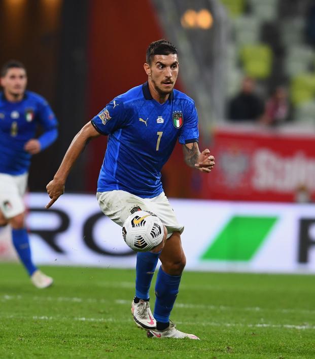 Lorenzo Pellegrini corner kick