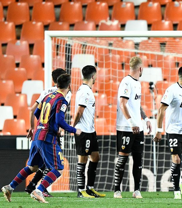 Lionel Messi free kick vs Valencia