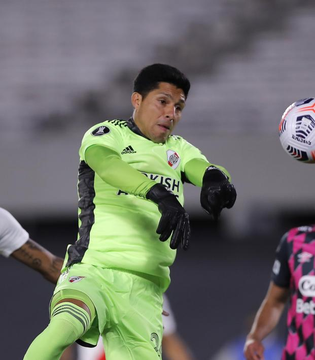Enzo Perez plays keeper for River Plate