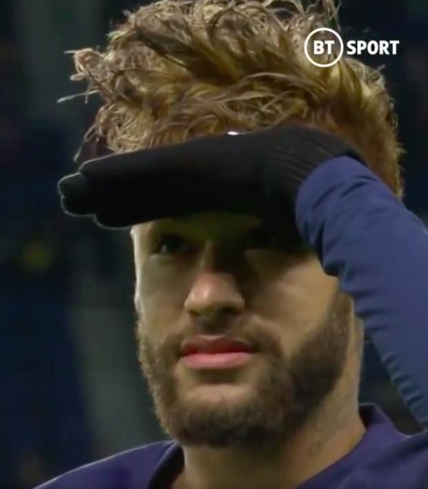 Neymar pass