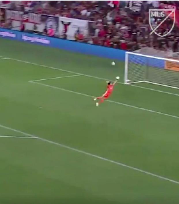 Wayne Rooney goal from own half
