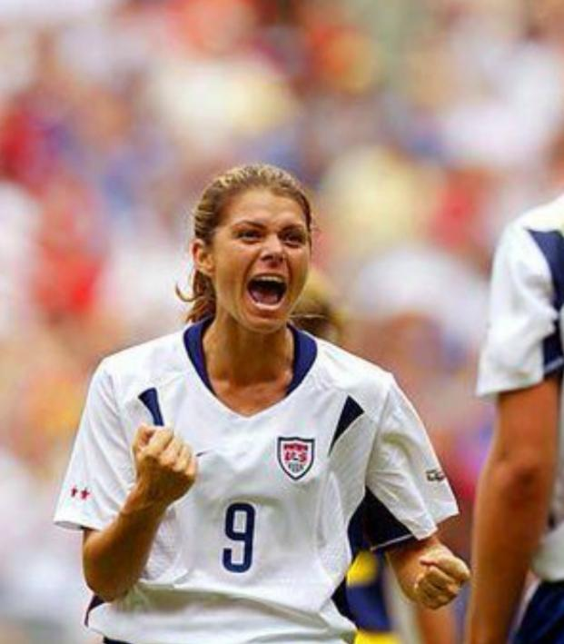 Mia hamm dating history