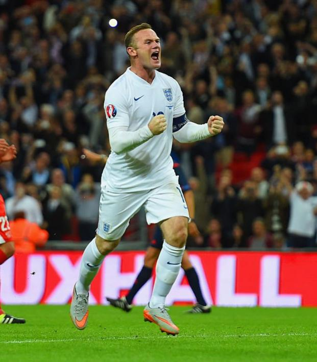 Wayne Rooney announces international retirement.