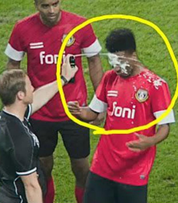 Ref sprays player in the face with vanishing spray
